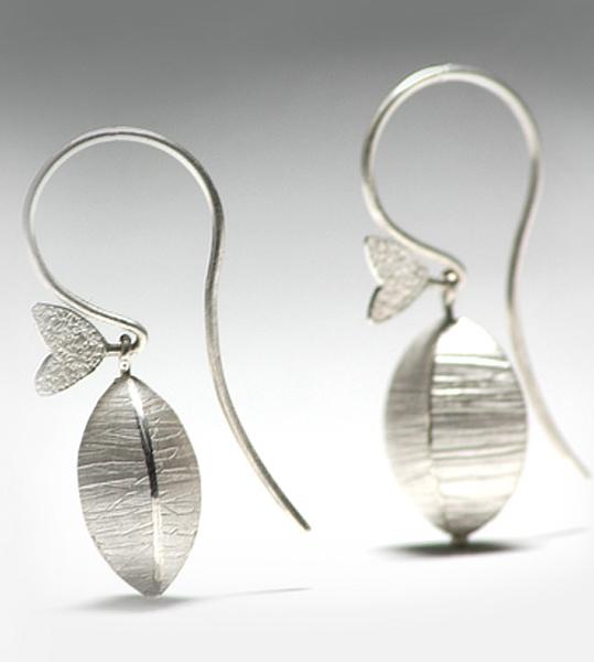 silver_pod_earrings_01a