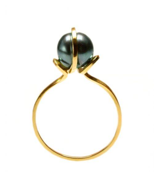18ct gold black pearl refuge ring