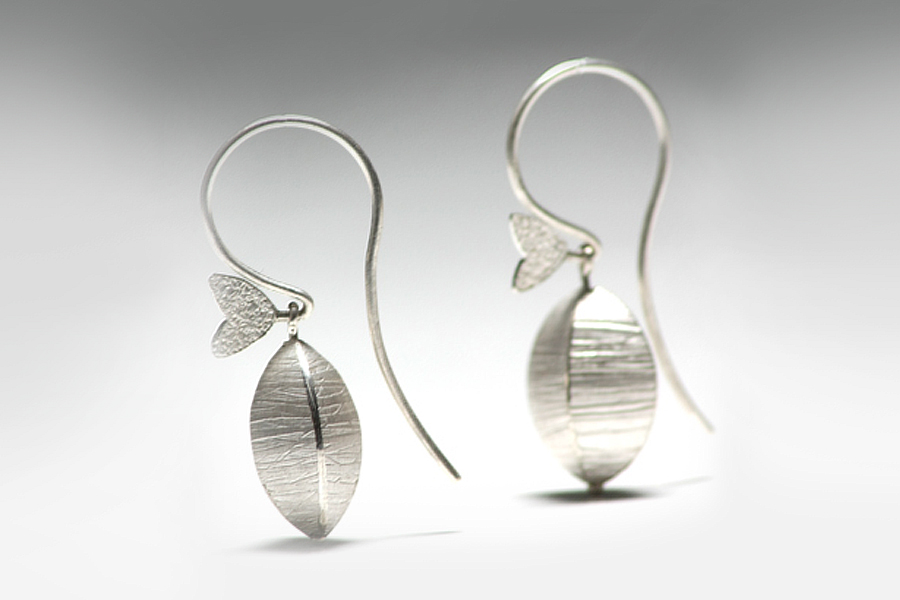 silver pod earrings 01