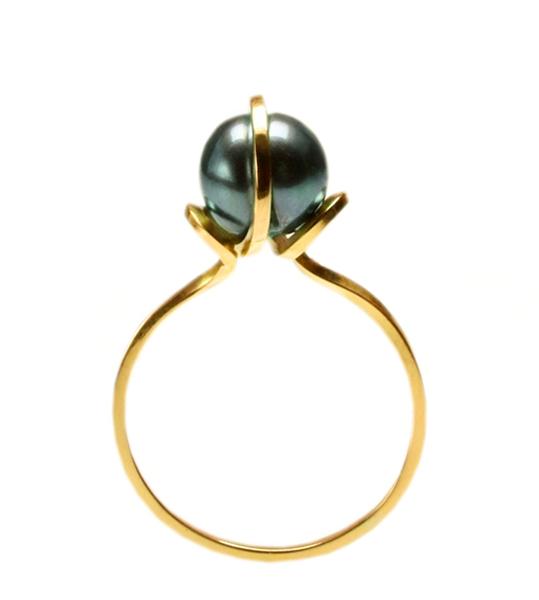 18ct-gold-black-pearl-refuge-ring
