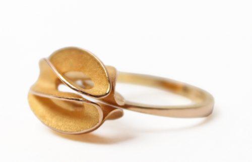 eternity ribbon ring gold very garcia